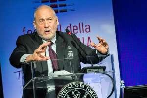 Joseph Stiglitz, Premio Nobel de Economía, recomienda aprobar paquete de estímulo de Biden
