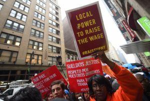 Trabajadores de 15 ciudades se fueron a huelga en demanda de incremento al salario mínimo de $15 dólares por hora