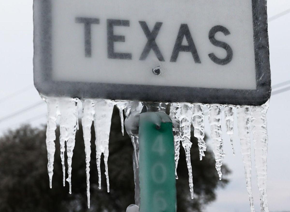 Recibos de energía a miles de dólares por una red eléctrica no regulada, los estragos económicos que dejó la tormenta en Texas