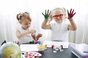 Cuidado infantil: un trabajo de suma importancia y que apenas paga $11.65 por hora