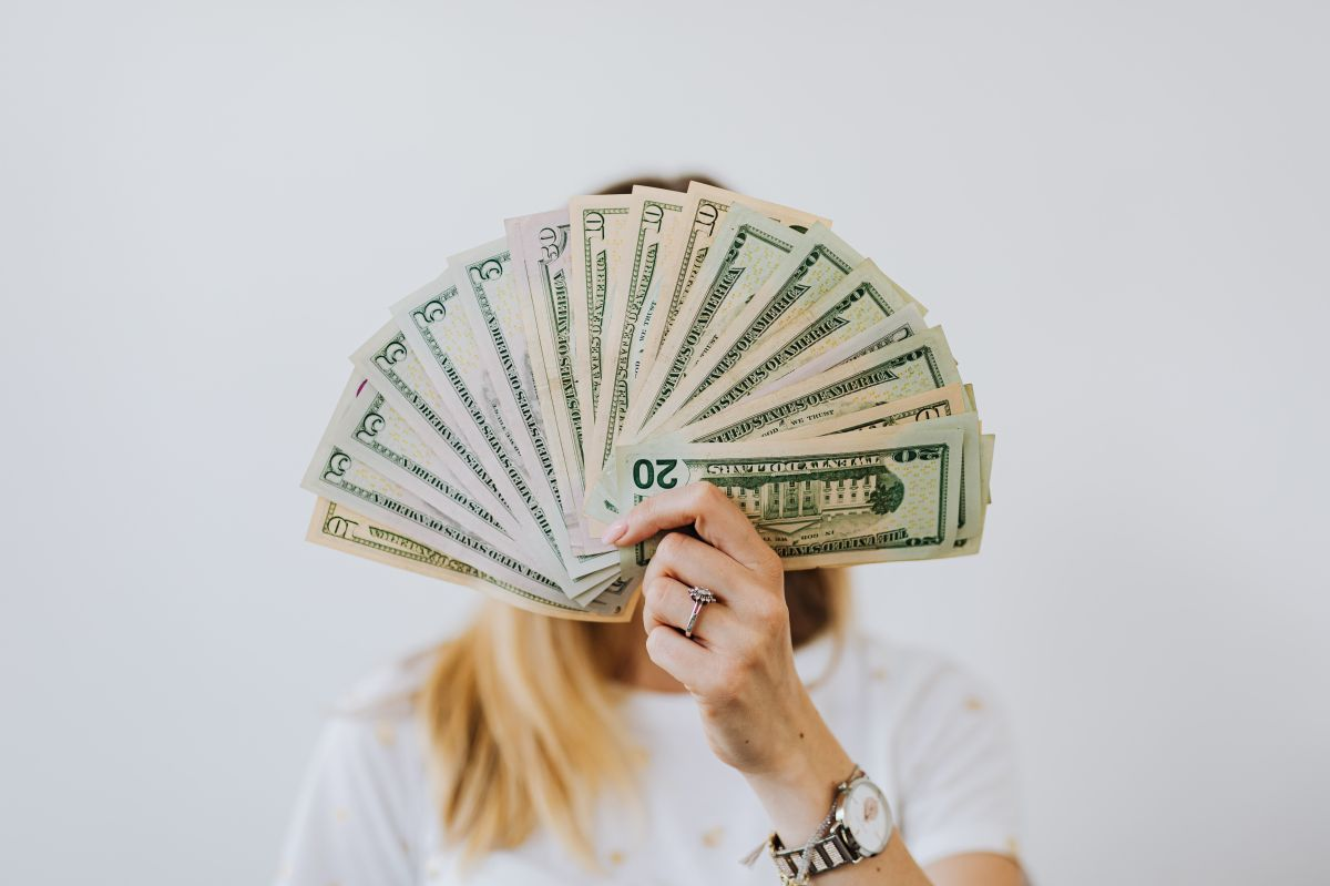 ¿Qué hacer si recibo una transferencia de dinero por error en mi cuenta bancaria?