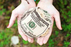 Cómo ahorrar dinero para el envío de remesas con la aplicación Gelt Giro