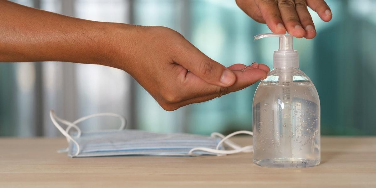 Qué marcas de desinfectantes de manos que contienen ingrediente cancerígeno y siguen a la venta