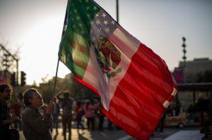 Por qué las remesas desde Estados Unidos cayeron en toda Latinoamérica menos en México