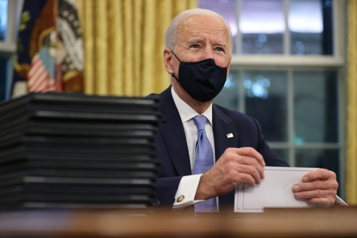 El presidente Joe Biden anunció una importante ampliación para la inscripción a algún seguro médico de bajo costo para enfrentar al COVID-19.