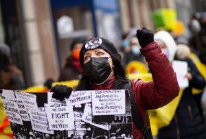 Trabajadores excluidos del paquete de estímulo protestan con huelga de hambre en Nueva York