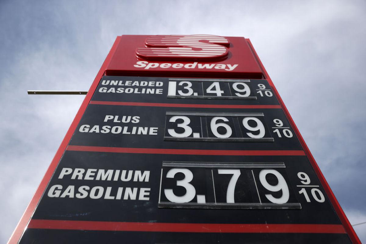El aumento en el precio de la gasolina ayudó al incremento del IPC.