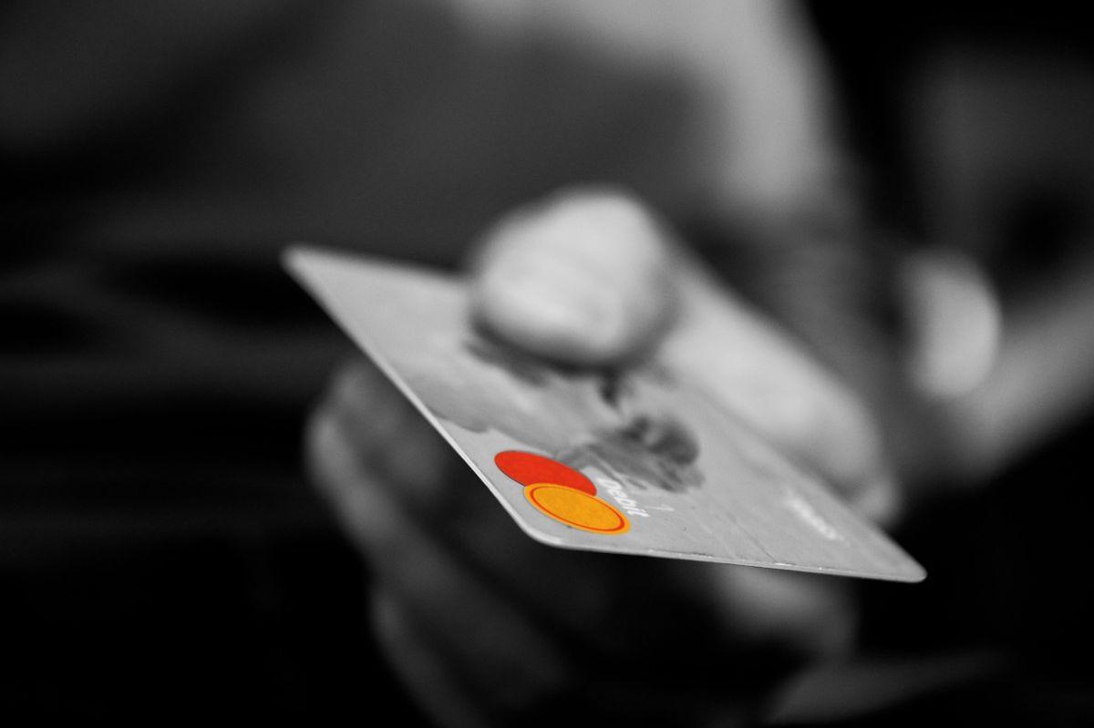 Las tasas de interés en las tarjetas de crédito suelen ser un elemento que toma por sorpresa a los usuarios.