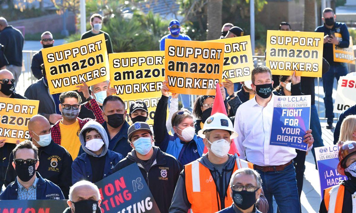 Los trabajadores de Amazon en Alabama cosechan apoyos a lo largo de todo Estados Unidos. En la foto, una manifestación a su favor en Los Ángeles.
