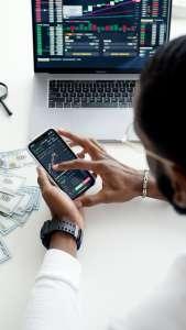 Por qué MoneyGram suspende operaciones con la plataforma Ripple para el envío de remesas