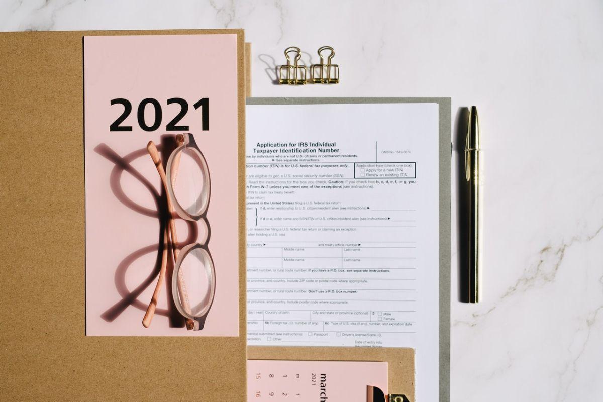 Te explicamos qué formularios del IRS necesitas para hacer tu declaración de impuestos en 2021.