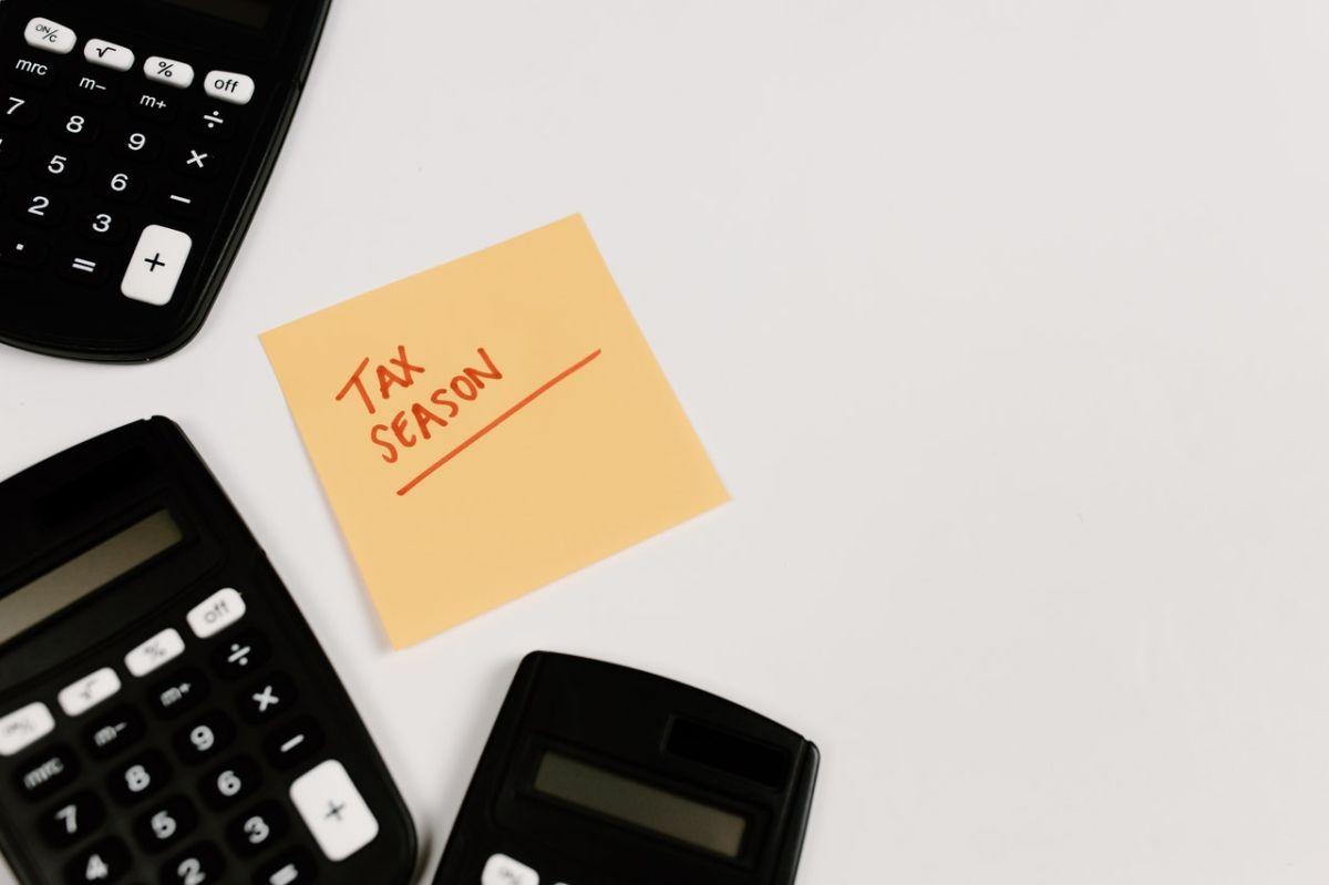 Según el IRS, todas las personas que trabajen en EE.UU. tienen que presentar una declaración de impuestos.