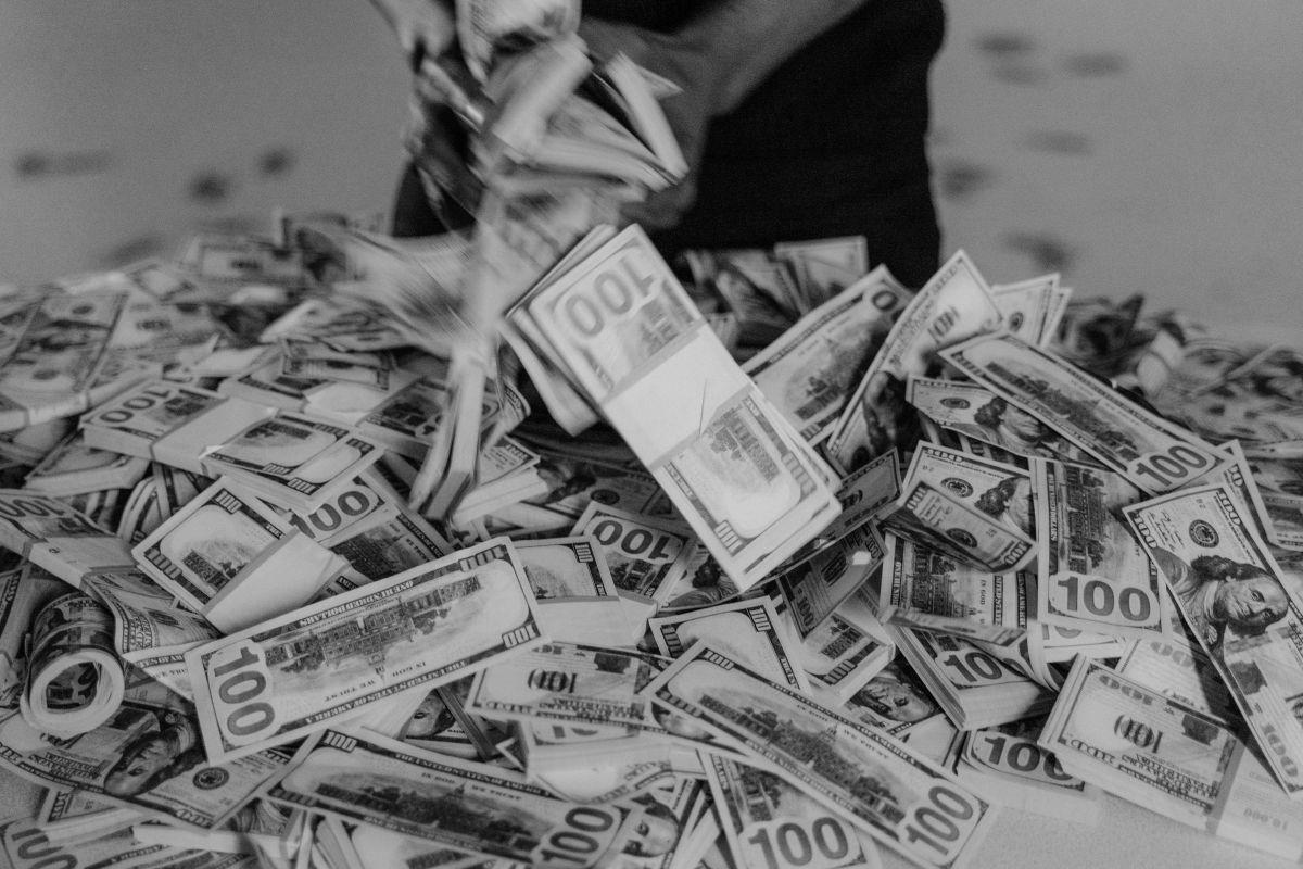Busca la manera eficaz de hacer una transferencia de dinero en efectivo
