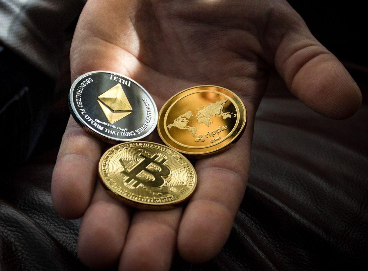 Cuánto hubieras ganado en Bitcoin, Dogecoin y Ethereum si hubieras invertido los $3,200 dólares de los cheques de estímulo