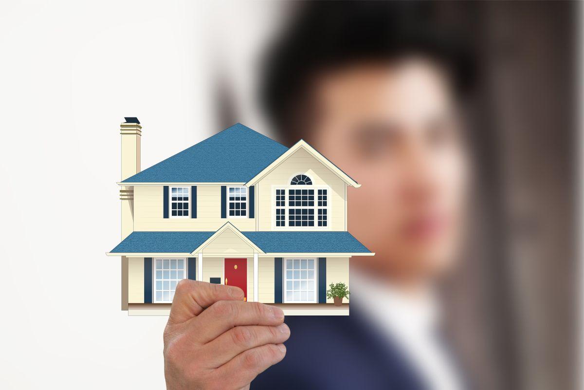 Hay delincuentes que aprovechan el anonimato del internet para vender ilusiones y robar el dinero que tanto esfuerzo se ahorró para comprar una casa.