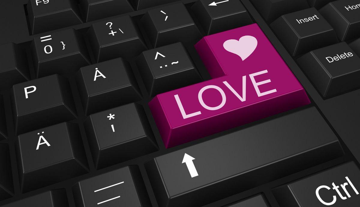 Los sitios y aplicaciones de citas en línea son los medios perfectos para que los estafadores obtengan dinero fácil.