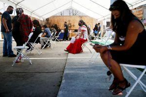 Por qué la comunidad latina en Estados Unidos es el grupo social con menos acceso a las vacunas anti-COVID