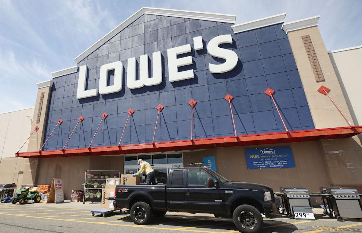 La entrega de árboles de Lowe's se engloba en la iniciativa Jardines para Llevar.