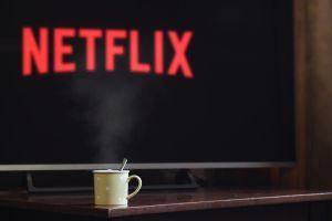 Netflix se está poniendo más exigente con el uso compartido de cuentas y eso podría ser una mala noticia para tu bolsillo