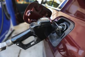 Por qué están subiendo tanto los precios de la gasolina en Estados Unidos