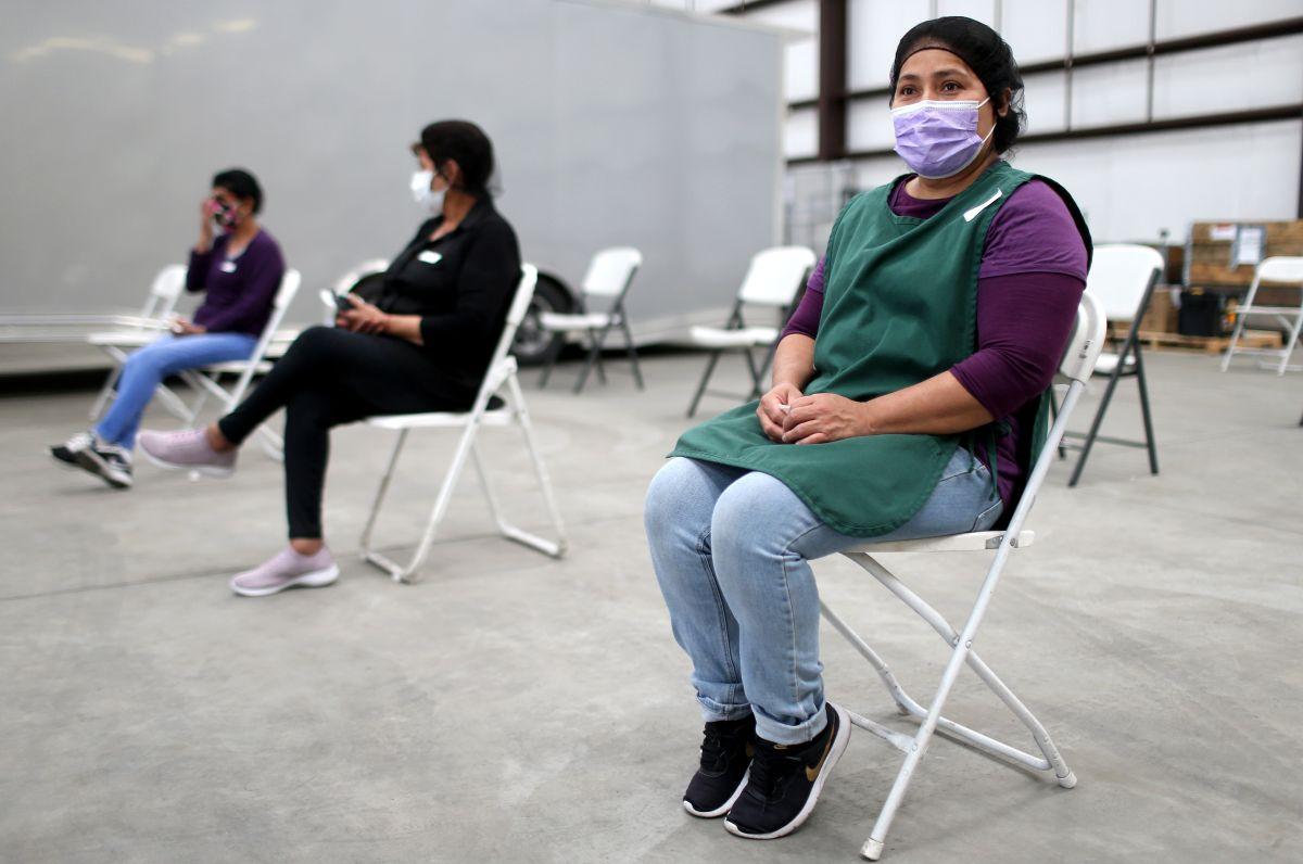 ¿Por qué más de dos millones de residentes de California se han quedado sin alguno de sus cheques de estímulo?