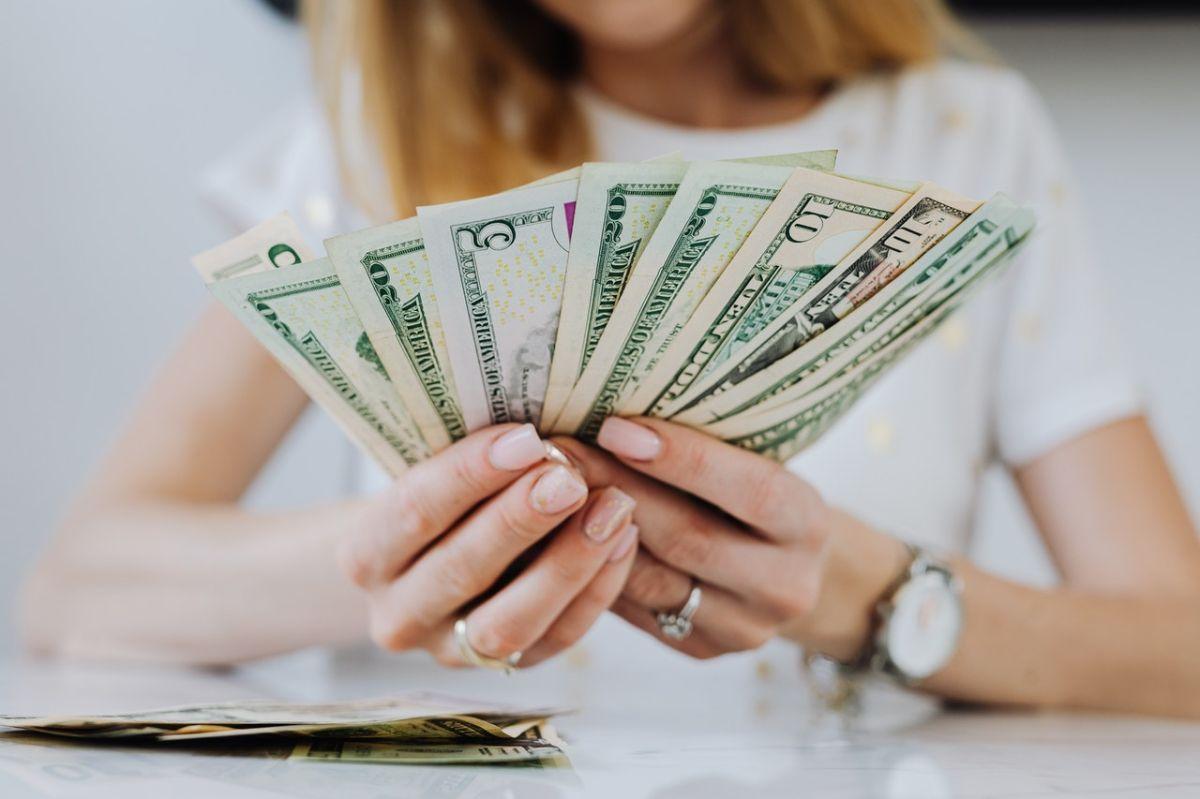 ¿Cuarto cheque de estímulo en camino? Cuándo esperar los pagos plus-up, tercer cheque de estímulo, reembolso impositivo para ciudadanos estadounidenses e inmigrantes