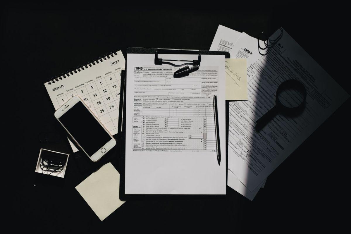 El formulario 1040 del IRS sirve para presentar la declaración de impuestos.