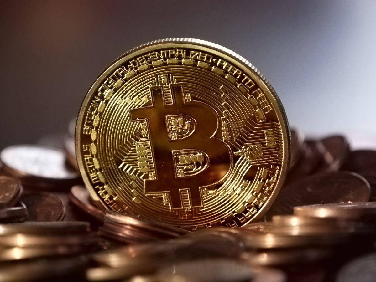El Bitcoin alcanza precio récord antes del lanzamiento de Coinbase en Nasdaq