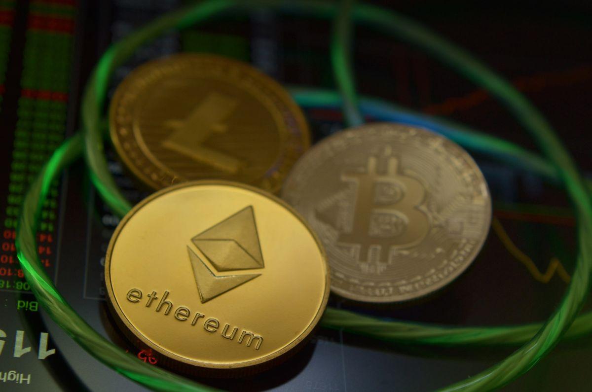 Bitcoin, Ethereum y Dogecoin han tenido gran protagonismo en el último año por su respectivo crecimiento monetario.
