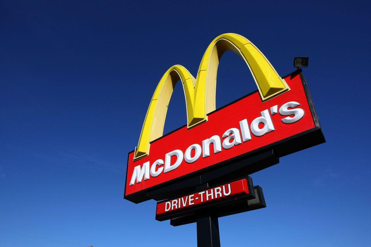 Escasez de empleados: Una franquicia de McDonald's regala un iPhone a quienes se empleen por al menos 6 meses