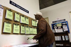 34,000 estadounidenses menos solicitaron ayuda por desempleo la última semana