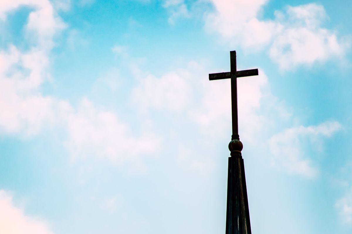 Un grupo de estafadores aseguraron tener una iglesia para ayudar a las personas y poder solicitar programas de ayuda del gobierno.