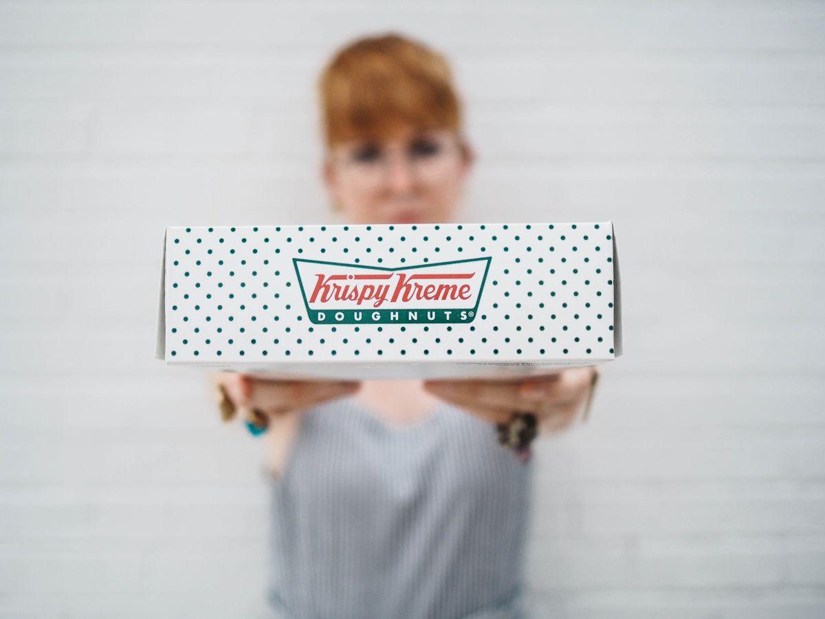 Si te graduaste esta primavera, HOY Krispy Kreme te da una docena de donas gratis: cómo conseguirlas