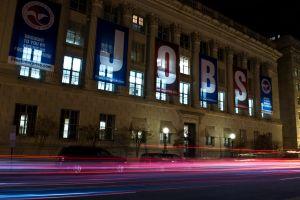 Las solicitudes iniciales por desempleo ya son la mitad de las que había en la primera semana del gobierno de Biden