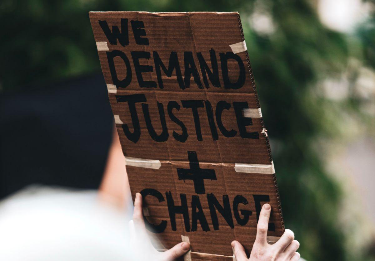 ¿Cheques de estímulo mensuales de $2,000 dólares? Una iniciativa en Change.org logró juntar 2 millones de firmas para una petición