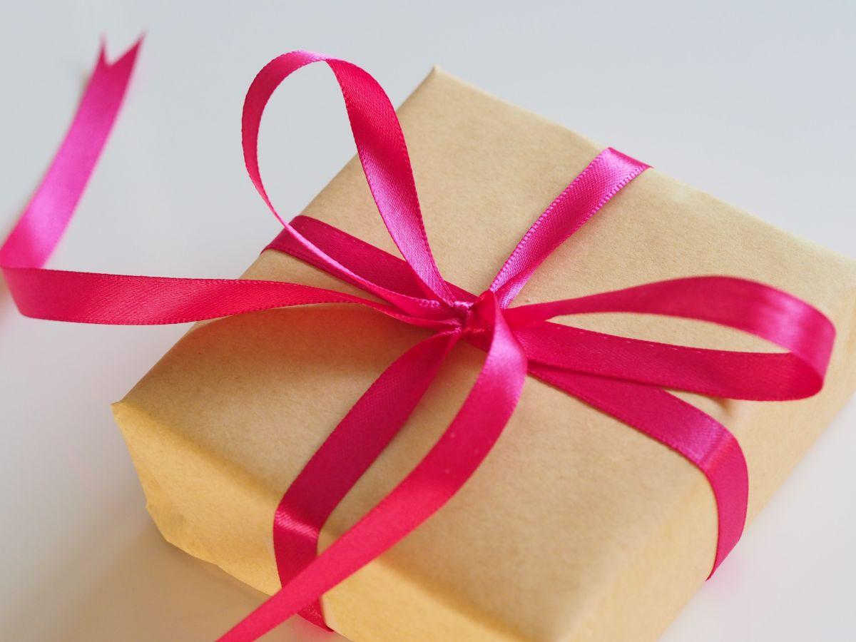 Amazon te da la opción de que las compras que tú selecciones, vayan dirigidas como regalos y hasta con mensajes personalizados.