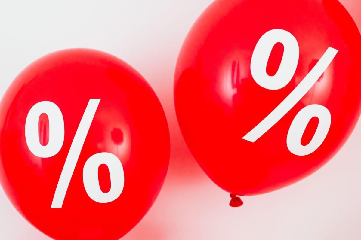 La tasa de interés y la tasa porcentual anual difieren una de otra, salvo por ciertas características que imponga el prestamista.