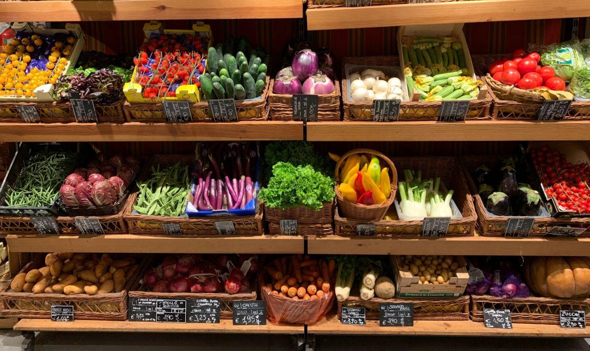 Aunque comprar comestibles es mucho más barato que ir a un restaurante, siempre se llevan buena parte del presupuesto de las personas mes con mes.