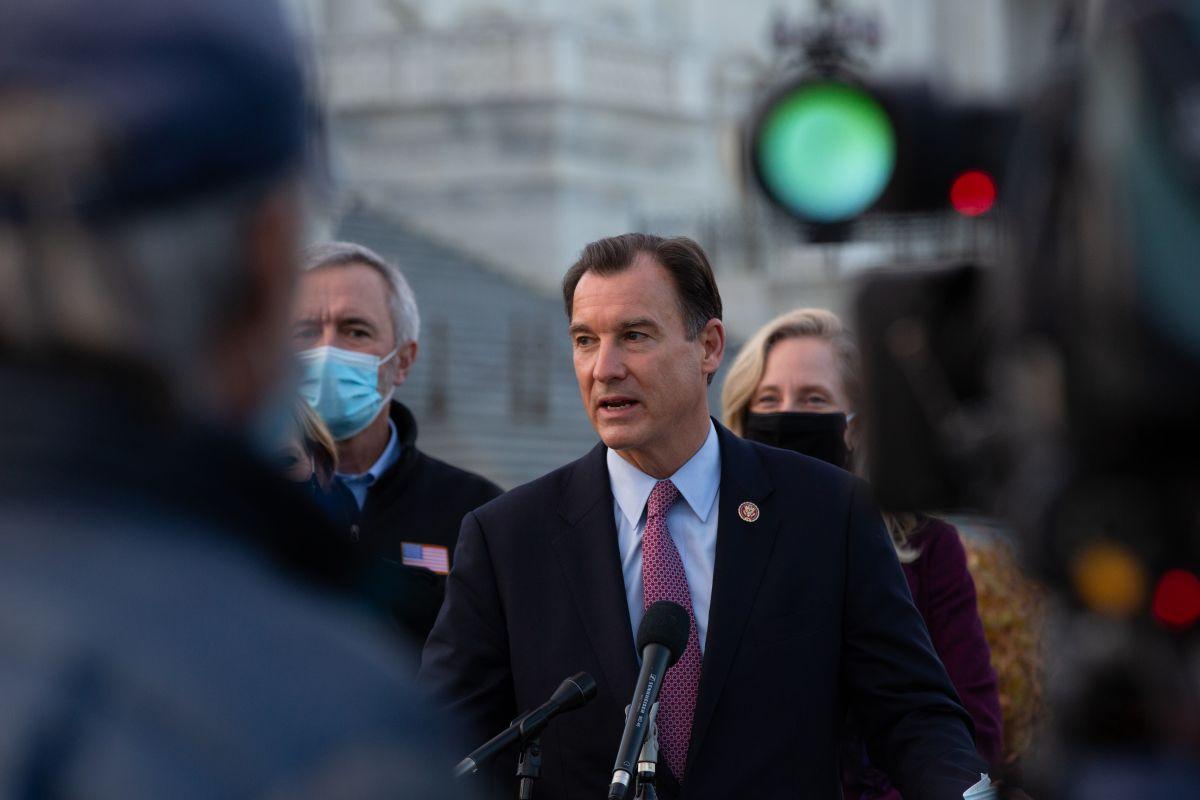 El representante demócrata por Nueva York, Tom Suozzi, es uno de los impulsores de la propuesta.