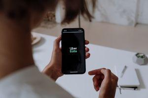 ¿DoorDash o Uber Eats? Con cuál ganas más dinero