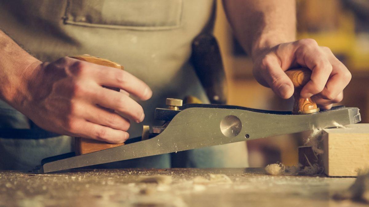El trabajo de carpintería es uno de los empleos de verano que puedes tomar en Orlando.