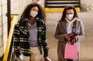 CDC anuncia que las personas que están completamente vacunadas contra el Covid-19 ya no necesitan usar mascarilla ni en interiores ni exteriores