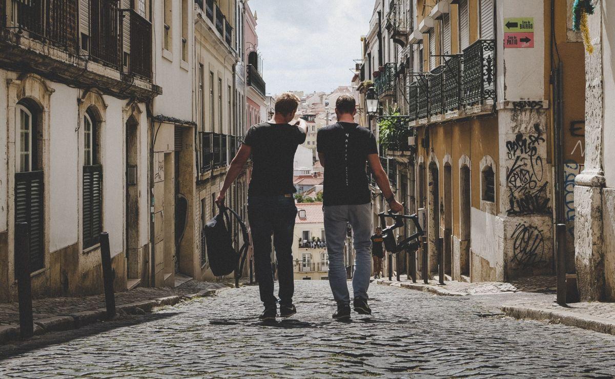 Si no tienes a alguien con quien hacer un viaje, tal vez podrías rentar un amigo.