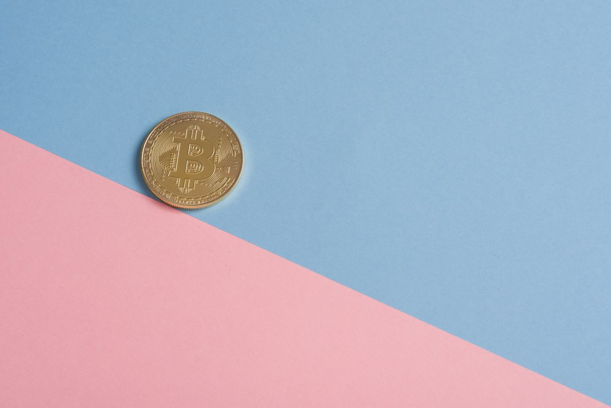 Aunque el Bitcoin llegó a costar más de $60,000 dólares, en las últimas semanas su valor ha caído cerca del 50%.