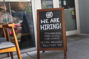 Eliminar los beneficios extendidos por desempleo no resuelve escasez de trabajadores