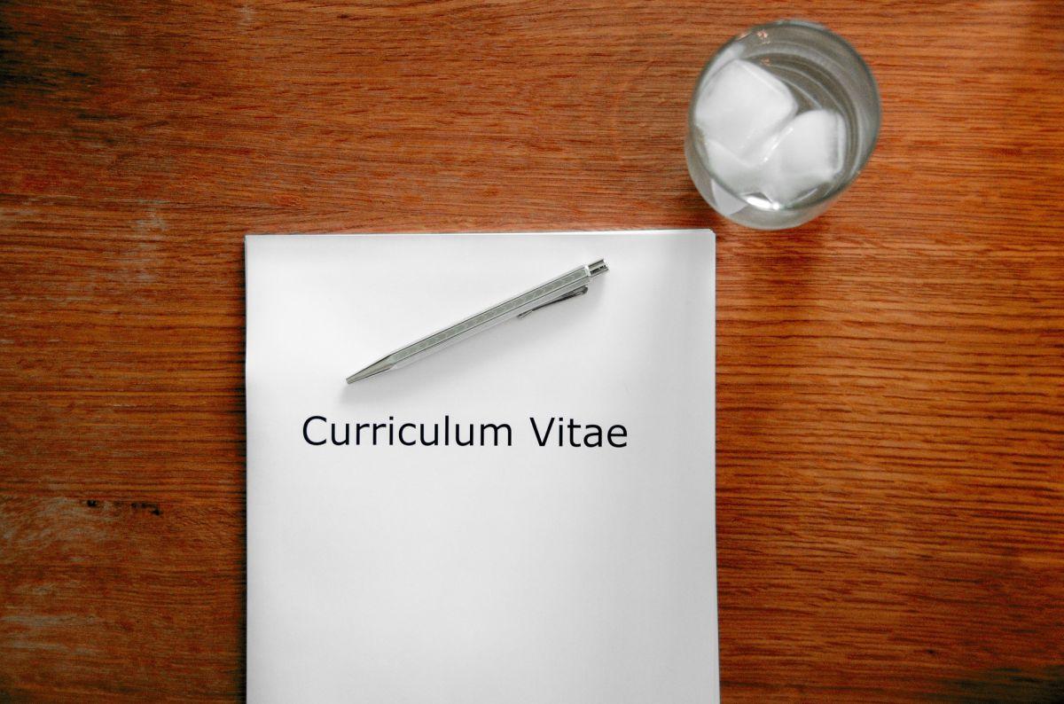 Aunque no lo parezca, la manera en la que escribas tu currículum profesional podría impedirte conseguir el trabajo que deseas.