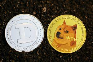 """Dogecoin vs Bitcoin: según Elon Musk, se abre """"una nueva carrera espacial"""" por la moneda que regirá en la Luna"""