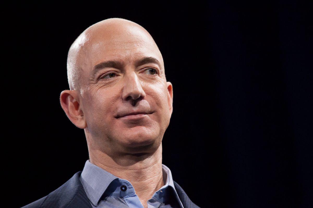 Miles firman petición para que Jeff Bezos no regrese a la Tierra tras su viaje al espacio