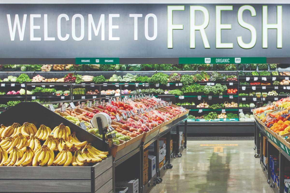 Amazon Fresh se inauguró en agosto de 2020 y este junio será la primera vez que integre la tecnología Just Walk Out a los comestibles y alimentos.