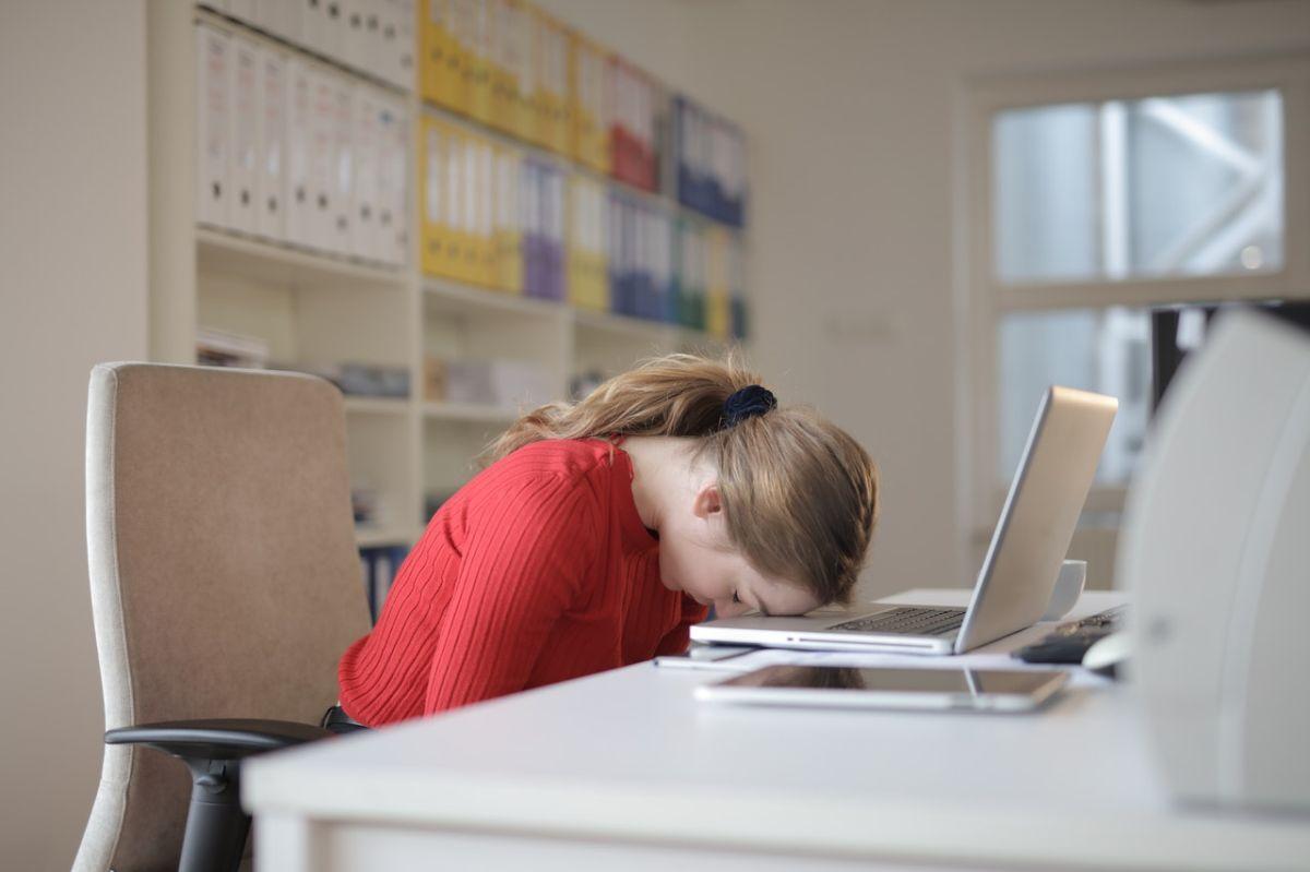 Pareciera que una de las razones de los empleados para renunciar es buscar  mejores oportunidades, las cuales se están ofreciendo ante la escasez de trabajadores.